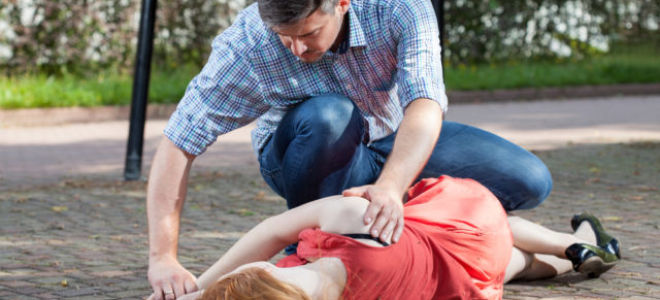 Первая помощь при инсульте: как действовать правильно
