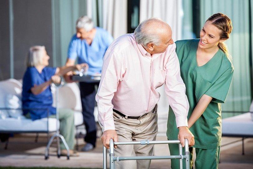 Уход за больными Альцгеймера