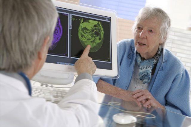 Доктор и старушка