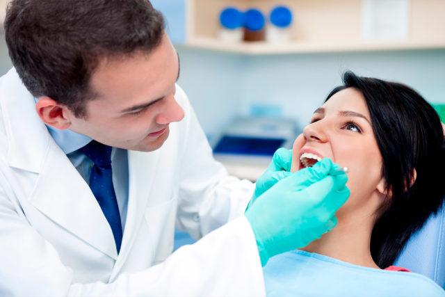 Стоматолог и девушка